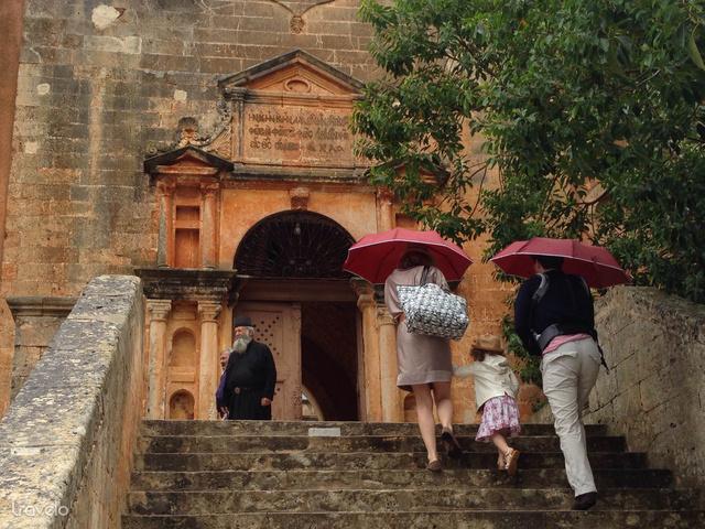 Ők még nem rakit kóstolni jöttek az Agia Triada kolostorba