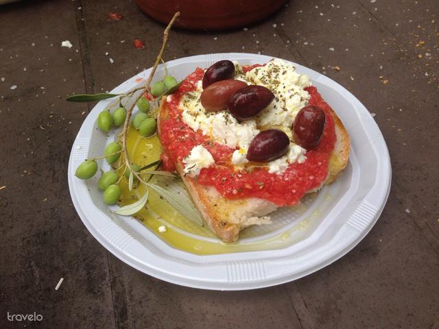 Kenyér, paradicsom, sajt, olíva: ez a dakos!