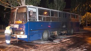 Kigyulladt egy busz a Budafoki úton