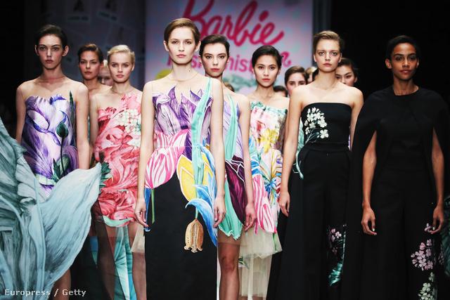 Alena Akhmadullina hatásvadász módon Barbie névre keresztelte el 2016-os tavaszi-nyári kollekcióját.