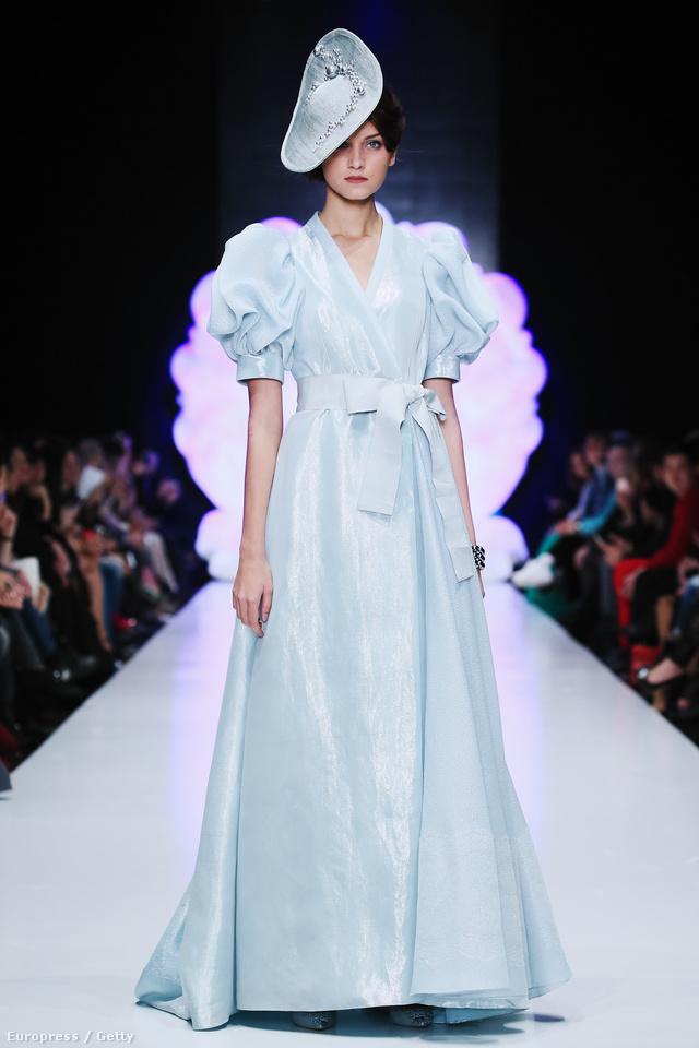 De a puffos ujjú ünneplős ruhák is divatban lesznek az Igor Gulyaev háznál.