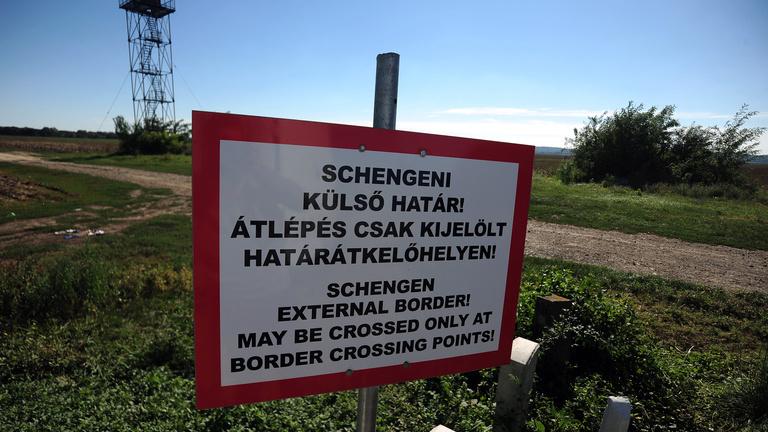Ha két hónapon belül nem oldódik meg a menekültválság, összedől Schengen