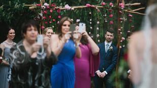 Kiakadt a fotós az esküvőn mobilozóktól