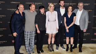 Jennifer Lawrence megint tökéletesen, Woody Harrelson viszont pizsamában premierezett