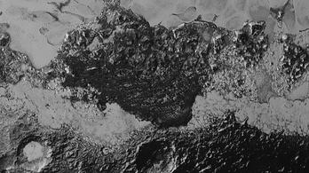Jeget okádó vulkánok lehetnek a Plútón