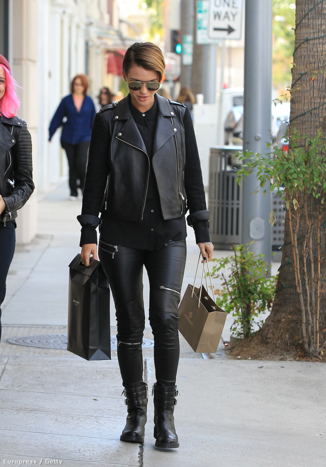 A 29 éves ausztrál színésznő, Ruby Rose szerint sem ciki motoros dzsekivel viselni a ciprázos bőrnadrágot.