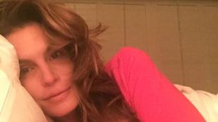 Cindy Crawford tényleg smink nélkül alszik