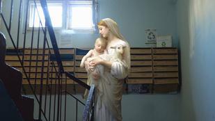 Kell-e kis Jézus a lépcsőfordulóba?