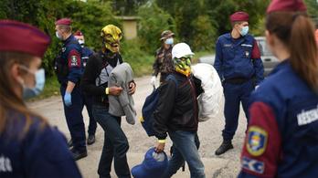 Mi sem hallgathatjuk már el: földönkívüliek irányítják a menekülteket