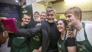 Napi sárm: George Clooney körszakállal hergelte a skótokat