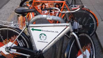 Még a Starbucks is leláncolt biciklin hirdet