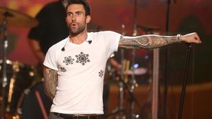 Adam Levine egészhátas sellőt varratott magára