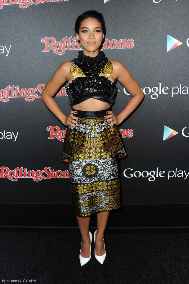 Az 1991-ben született színésznő, Alexandra Shipp egy Los Angeles-i partin, a Rolling Stone és a Google Play által közösen adott bulin jelent meg tetőtől-talpig Abodiban. A februári esemény a Grammy-díjkiosztó hetében került megrendezésre Kaliforniában.A csinos színésznő többek között az X-Men:Apocalypse című filmben lesz látható 2016-ban.