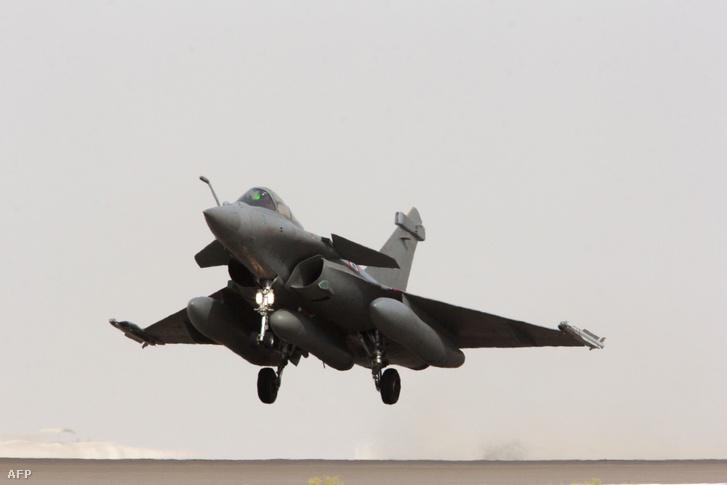Francia Rafale típusú vadász gép indul bevetésre.