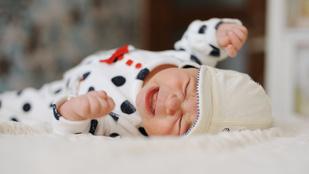 Hogyan vigasztaljuk meg a hasfájós babát?