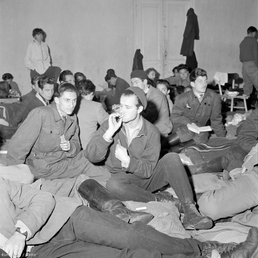 Az osztrák Magyar Menekültügyi Segítőszolgálat Soós Katalin által idézett 1958-as adatai szerint a legtöbb magyar, több mint 35 ezer fő Ausztriából az Egyesült Államokba ment, 25 ezren Kanadába, a harmadik legnépszerűbb célpont pedig Nagy-Britannia volt. A legkevésbé vonzó célországokba tíznél is kevesebb menekült magyar ment tovább. Ecuadorba például mindössze egy fő, de Kubába, Ciprusra, Paraguayba és Nicaraguába tíz fő alatti volt a menekülő magyarok száma.