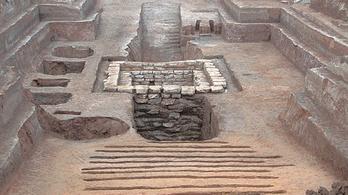 Ősi társasjátékot találtak egy kínai sírban