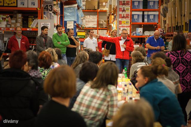 Egymás után több áruházban rendezik meg a Woman's night barkácsolós estet, nőknek.