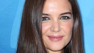 Most fosztotta meg Katie Holmes Jennifer Anistont a legjobb hajú celeb címétől
