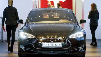 Messziről hekkelték meg a Tesla Model S-t
