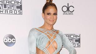 Jennifer Lopez elszabadult mellei mellett nyerteseket is hirdettek a zenei díjátadón