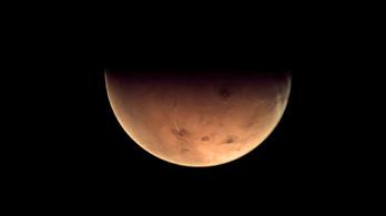 Közel van a Mars, nézze meg!
