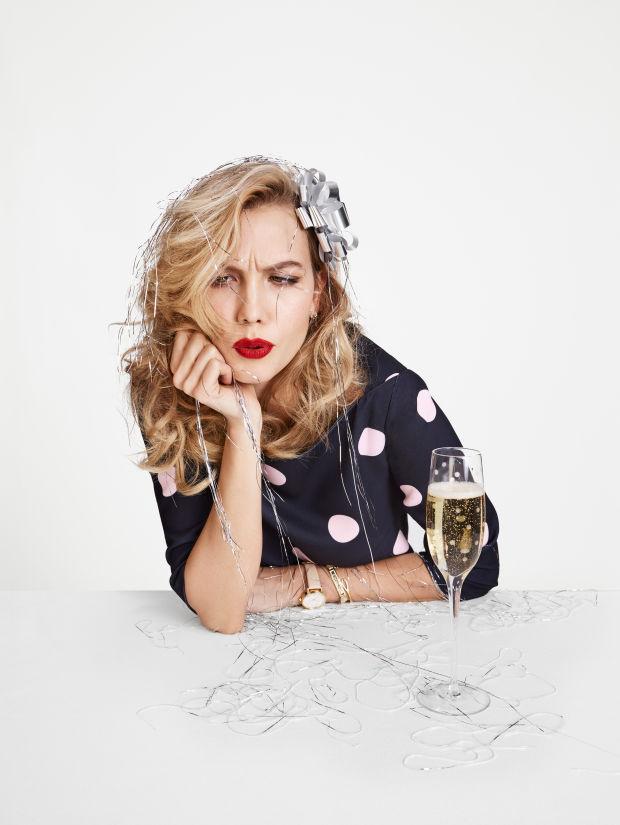 A Kate Spade is lőtt egy szilveszteri hangulatképet.A márka szerint giccses kiegészítőkben és koktélruhákban töltjük az év utolsó hónapját