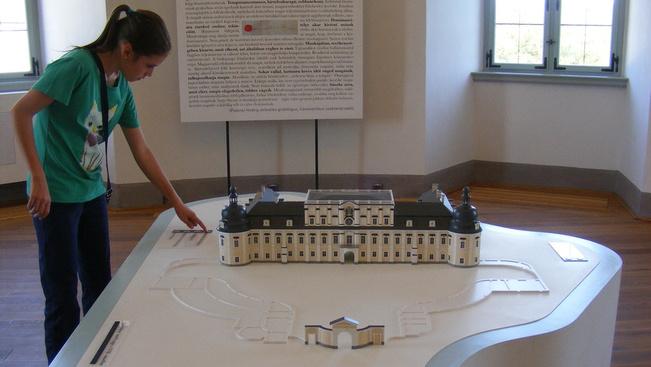 Retró kiállítással gazdagodik az edelényi kastély