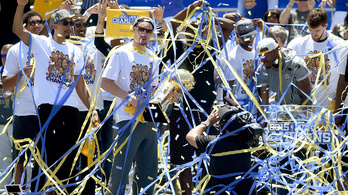 Megcsinálták az NBA-ben, ami még Jordanéknek sem sikerült
