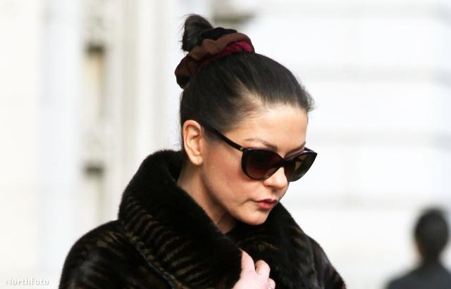 Catherine Zeta Jones már 2010-ben azt hitte, hogy ez divatos!
