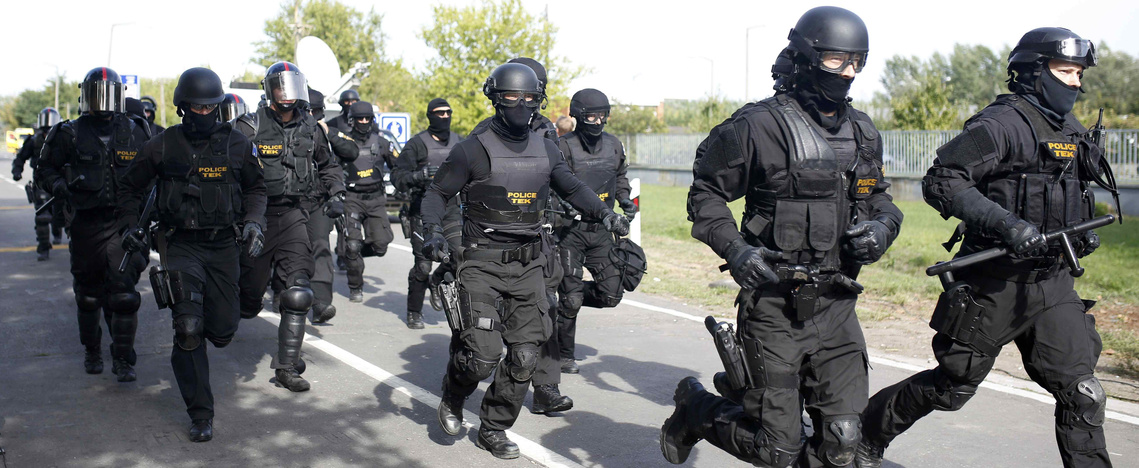 Történelemmániás felvidéki magyarokat nézett nemzetközi terroristának a TEK