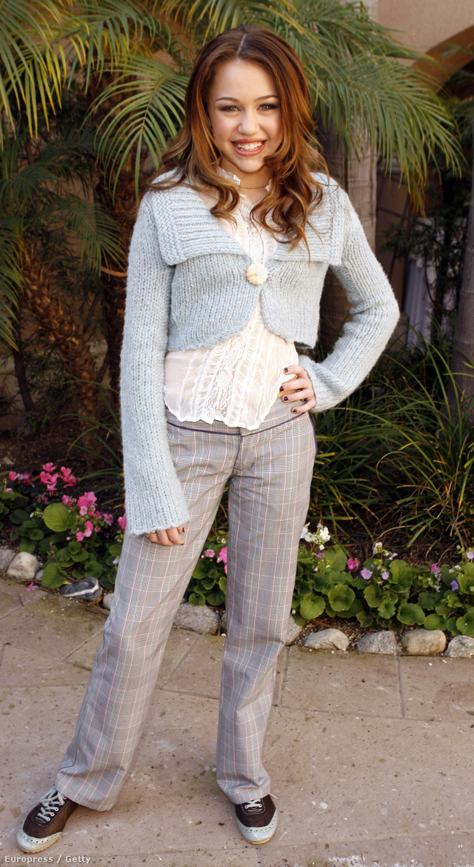 Miley Cyrus a Disney csatorna által készített Hannah Montana című filmsorozattal robbant be a köztudatba 2006-ban.