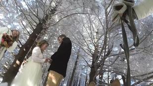Itt a világ legalacsonyabb intelligenciájú esküvői videósa
