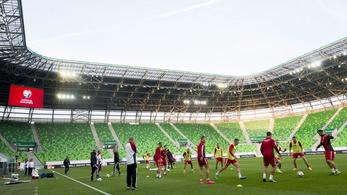 Döntött az UEFA: mégis marad a zárt kapus büntetés
