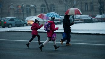 Szállingózik az első hó Budapesten