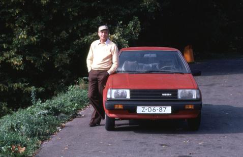 Apám az akkor már tizenéves autós sapkájában. Mindig hordta, amikor vezetett, pedig csak a Wartburgunk volt tolótetős. És azt is csak egyszer sikerült kinyitni