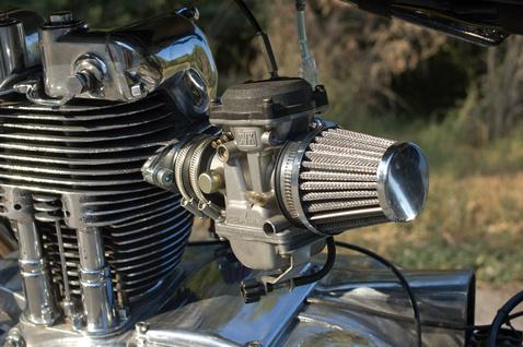 38 mm torokátmérőjű Keihin karburátor - sportlégszűrőt kapott, a légszűrődobozt kihajították