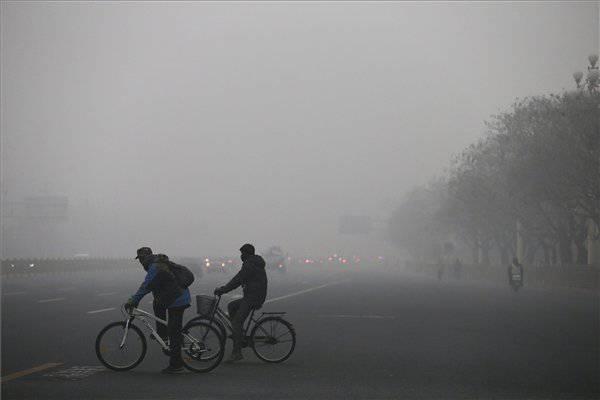Peking sötétségbe borult a szmogtól