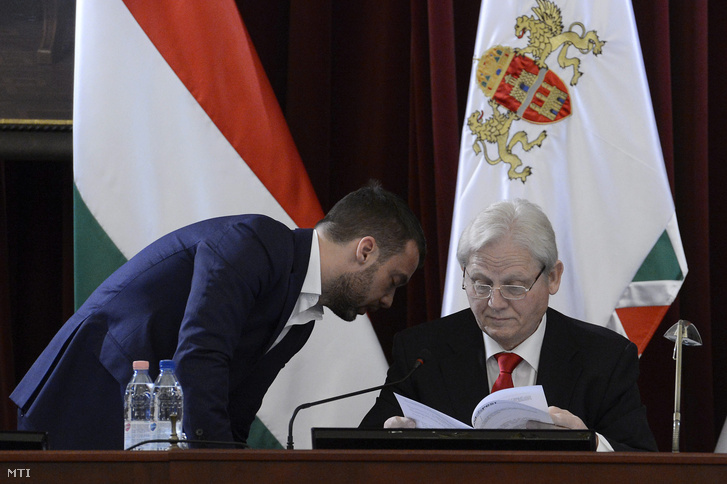 Szeneczey Balázs főpolgármester-helyettes és Tarlós István főpolgármester a Fővárosi Közgyűlés ülésén 2015. december 2-án.