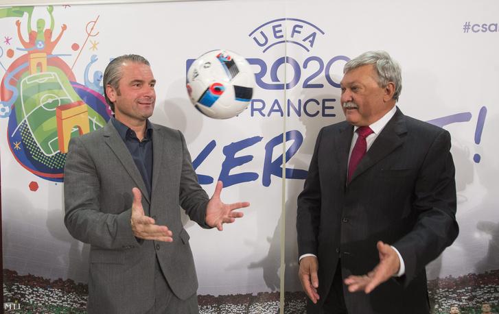 Csányi Sándor a Magyar Labdarúgó Szövetség elnöke és Bernd Storck szövetségi kapitány a szövetség elnökségi ülése után tartott sajtótájékoztatón az MLSZ székházában 2015. november 16-án.