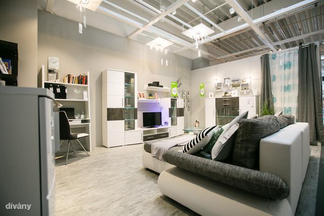Ilyen egy berendezett szoba Mömax stílusban