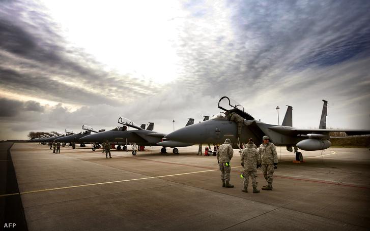 Az Amerikai Légierő F-15C vadászrepülői Hollandiában 2015. áprilisában.