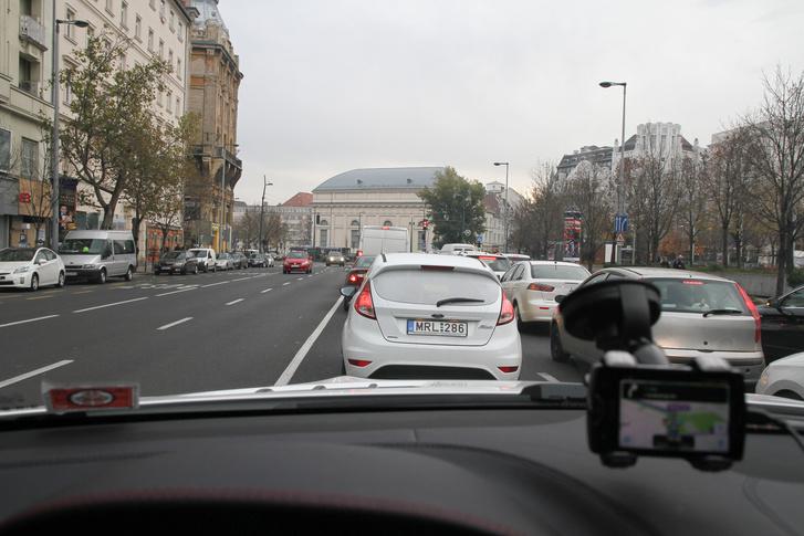 Néha a Waze is belevisz a dugóba, ha nincs más megoldás