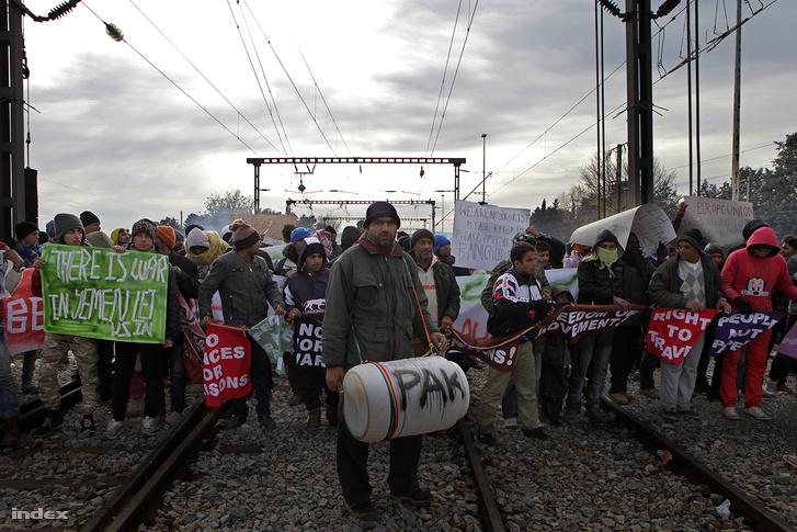 Idomeniben óránként indult egy újabb tüntetés