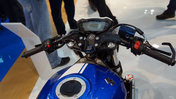 Suzuki SV650 Café Racer: csutkakormány - a régi S változatokét idézi
