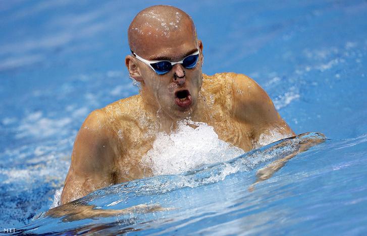 Cseh László a netánjai rövidpályás úszó Európa-bajnokság férfi 200 méteres vegyesúszásának döntőjében
