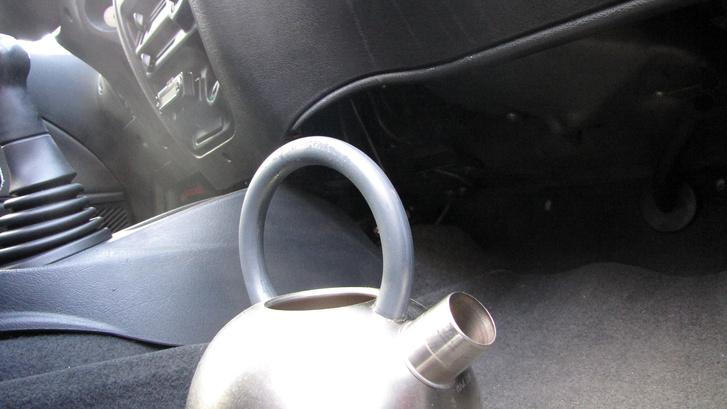 Két liter forró víztől vártam, hogy bepárásítsa az autó ablakait