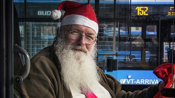 Mikulássapkás buszsofőrök Budapesten