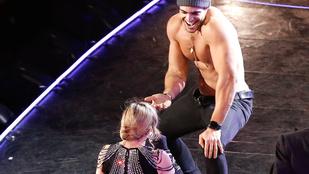 Madonna betérdelt félpucér rajongója elé a színpadon