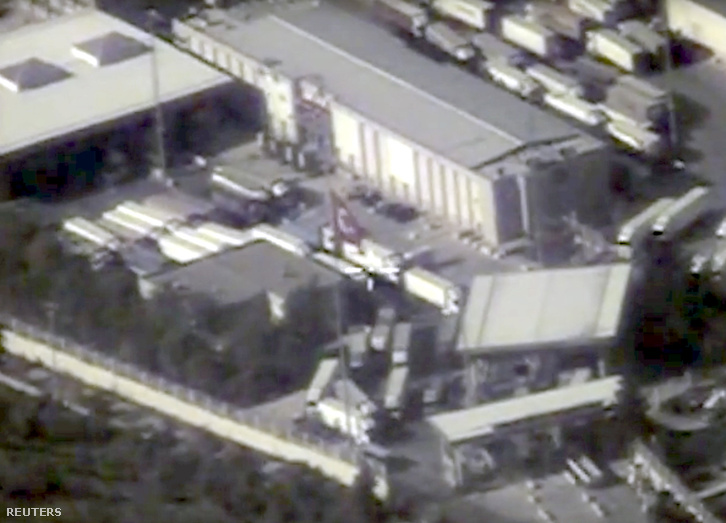 Az orosz védelmi minisztérium felvételei, amin állítólag az Iszlám Állam olajszállító kamionjai láthatók a török-szíriai határon